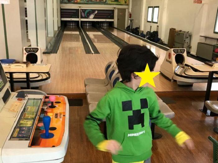 festa di compleanno al bowling testata di persona